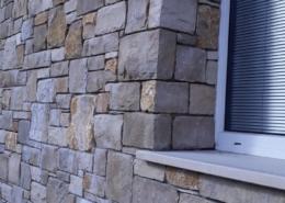 parete esterna in pietra lato finestra - progett